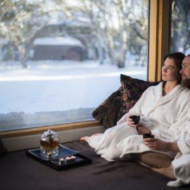 Onsen Spa couple romantic winter